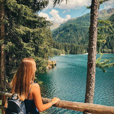 Prachtig groen-blauw bergmeren op de grens tussen Italië en Oostenrijk.