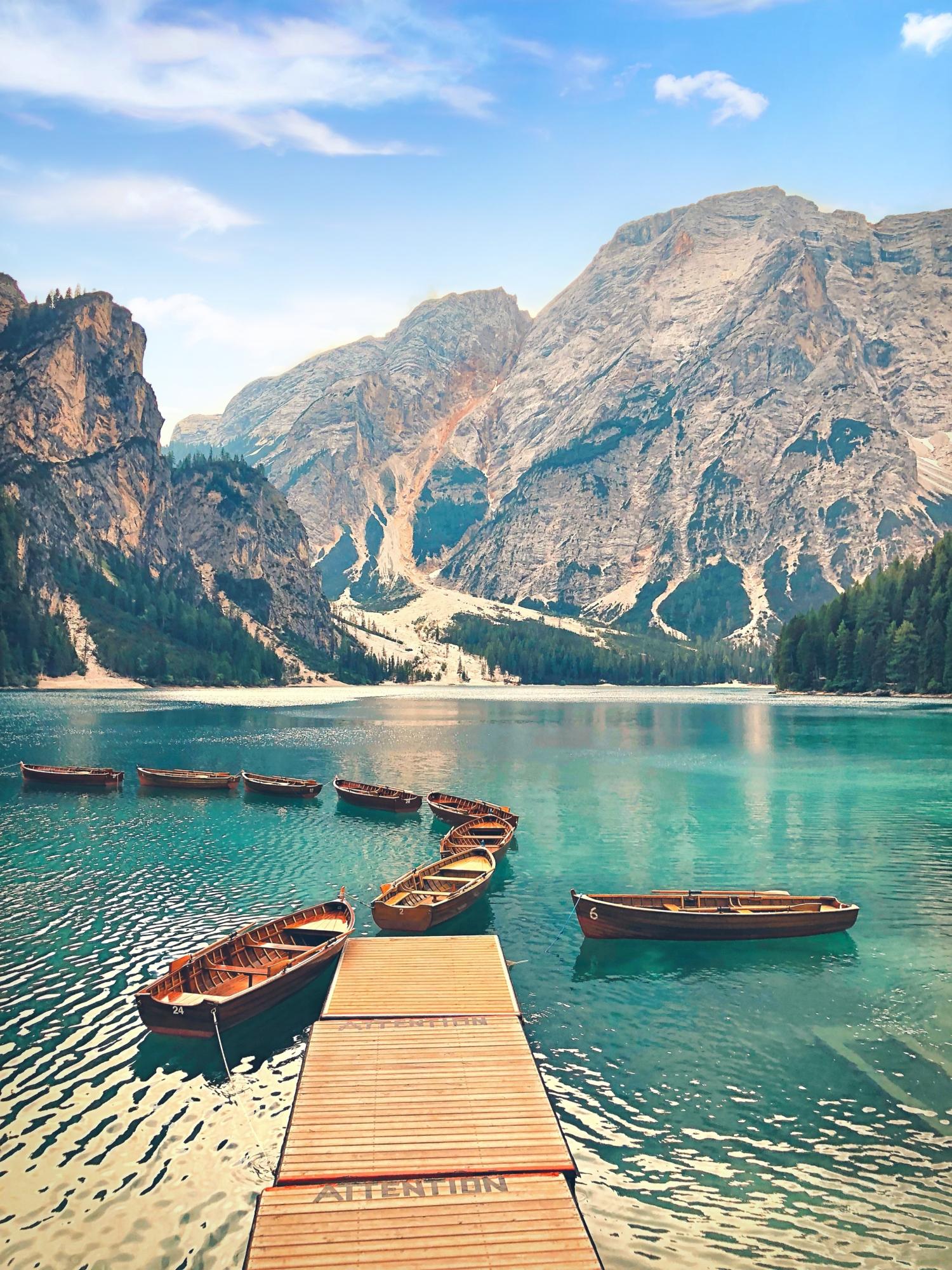 De roeibootjes van Lago di Braies