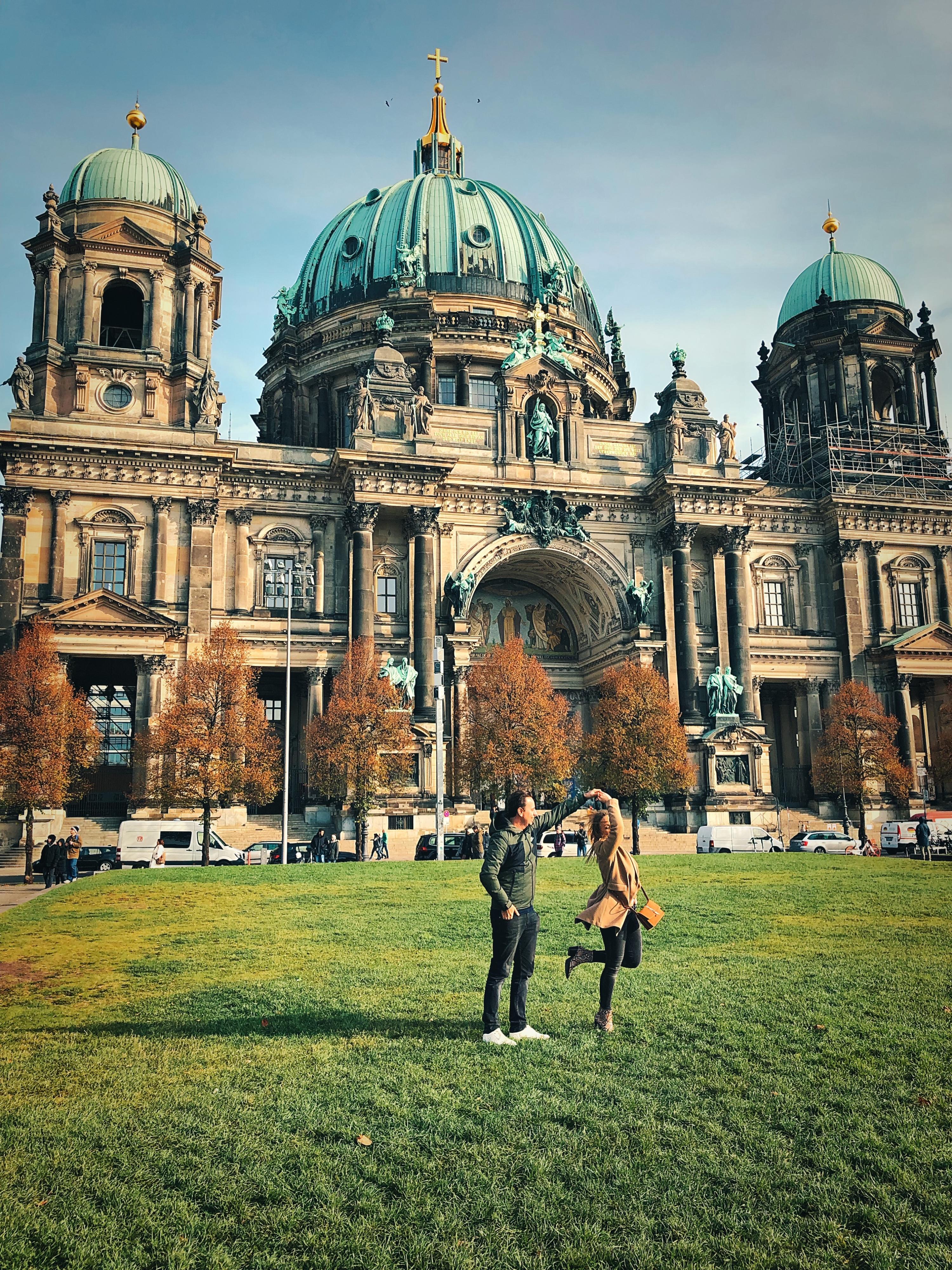 Pirouettes draaien voor de Berlijnse Dom